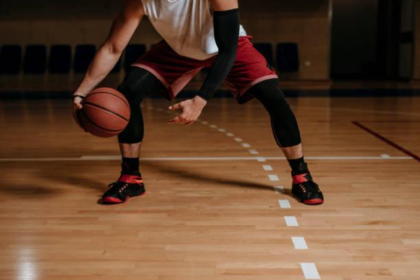 balon de basquetbol manos